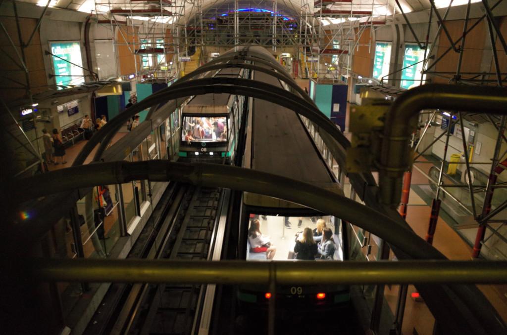 シャトレ駅はおもいっきり工事中(^_^;) ここで1号線に乗り換えです