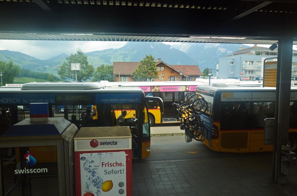 自転車ラックが付いたバスがリゾートっぽいです