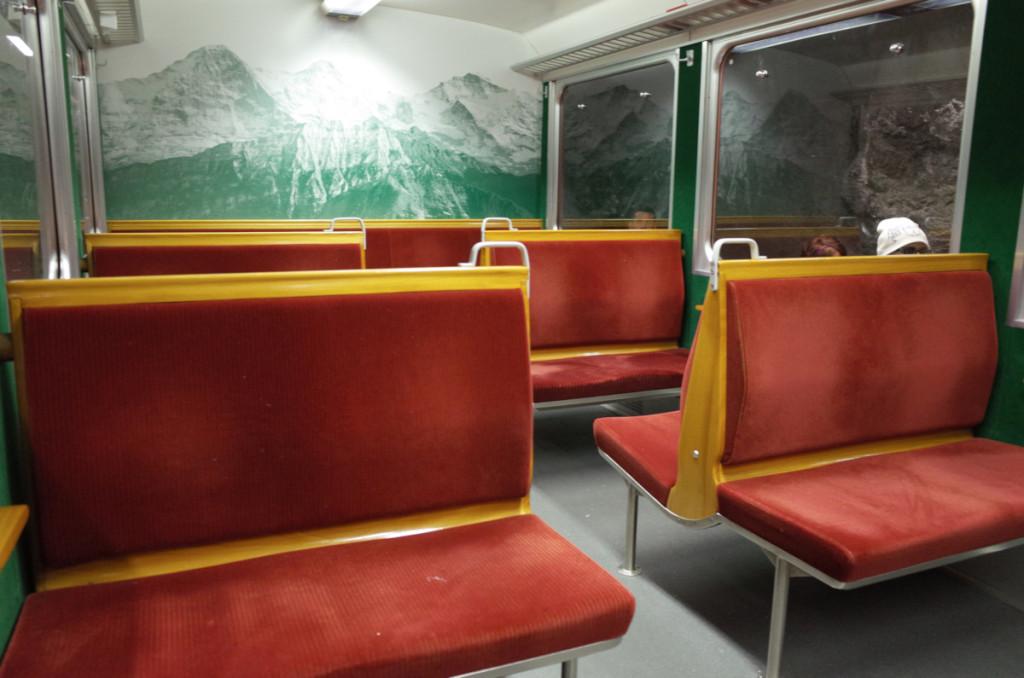 旧型の車両は登山列車っぽい雰囲気