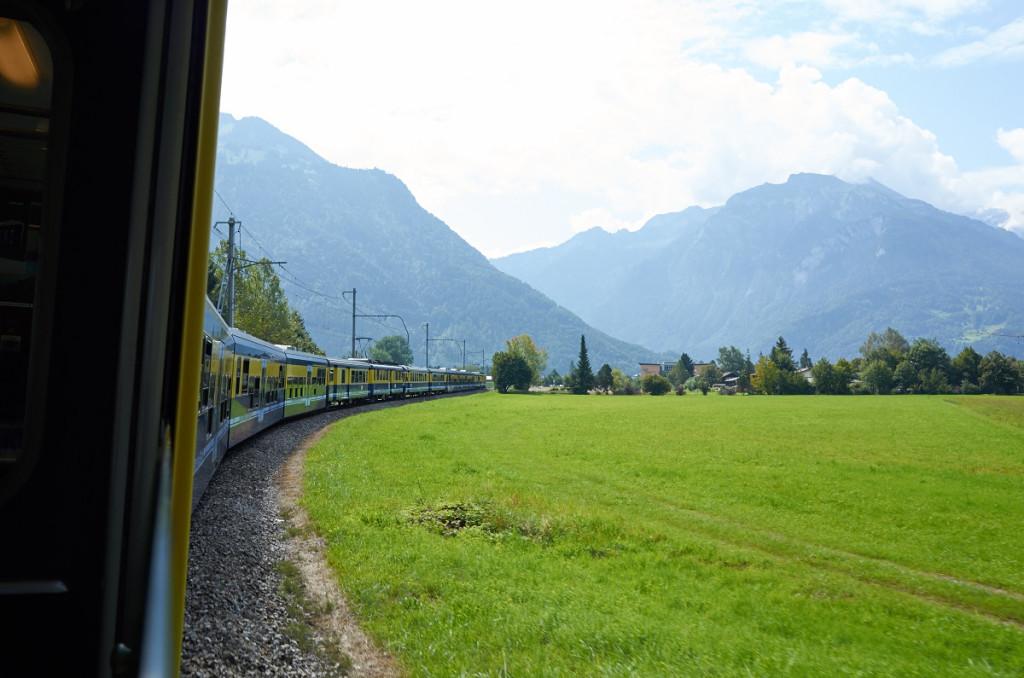 途中駅でラウターブルンネン発の編成と連結すると堂々の長編成!