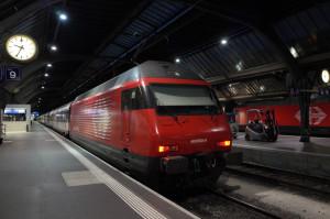 Re460系機関車 IC2000客車やEW-IV客車を最高200Km/hで牽引します