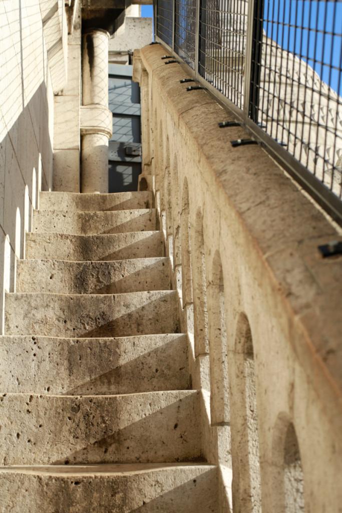 展望台まで階段です。しかもかなり急で狭い(>_<)