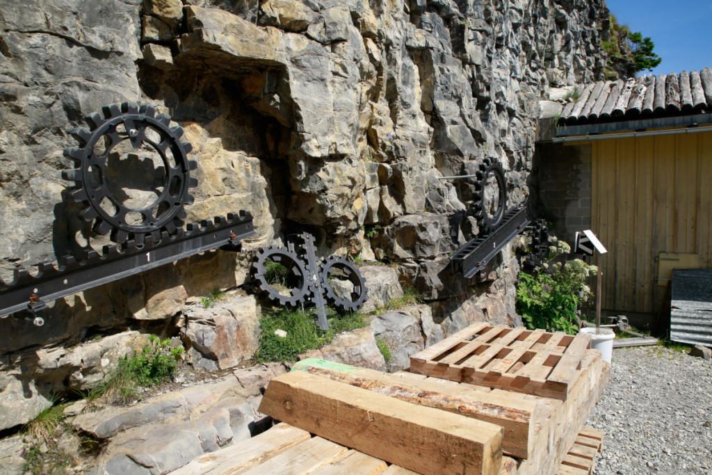 ラック式鉄道の展示。スイスの代表的な物があります...が前は資材置き場になって誰も興味示しません。。
