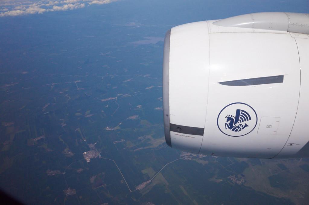 ロシア上空飛行中 エンジンの真横でかなりうるさいです(^_^;)
