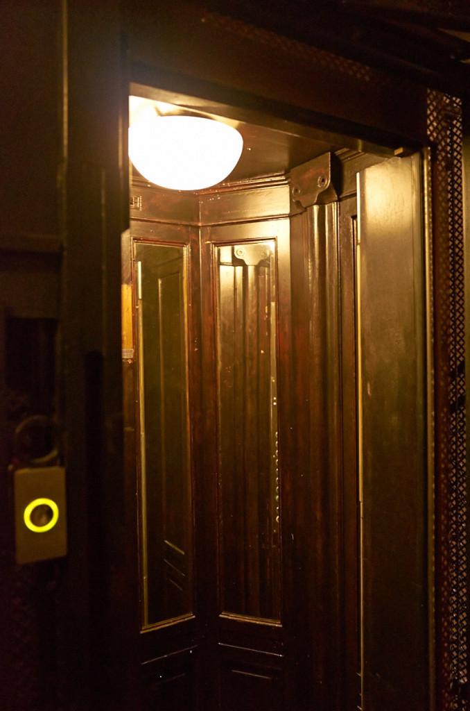 ホテルのエレベータは超レトロで素敵でした!