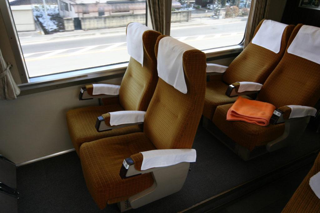 クロ381乗車記 パノラマ席の座席